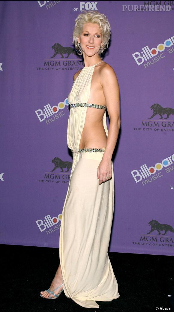 """Le flop """"look sexy"""" : Céline Dion fait plus fort que Christina Aguilera mais elle en montre un peu trop."""