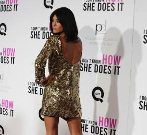Jessica Szohr ravissante en robe courte.