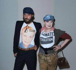 Lors du défilé Saint Laurent en octobre 2012, la créatrice, accompagnée de son mari Andreas Kronthalerek, affichait très clairement son soutien à Julian Assange.