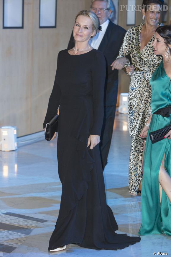 Estelle Lefébure mise sur une longue robe noire pour le dîner de gala annuel de charité MONAA (Monaco Against Autism) organisé sur le Rocher.