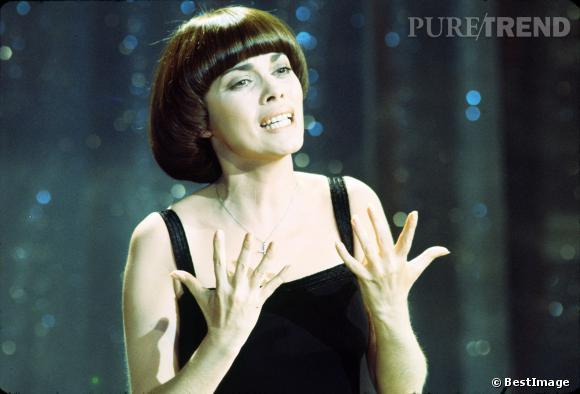 40 ans que Mireille Mathieu a la même coiffure... Si ce n'est pas la preuve qu'elle est indémodable !