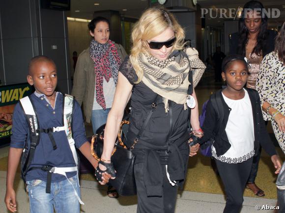 Madonna et ses deux denriers enfants : David et Mercy.