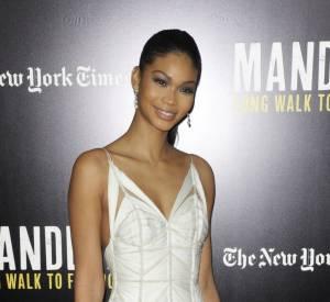 """Chanel Iman mise sur une longue robe fourreau immaculée pour la projection du film """"Mandela : Un long chemin vers la liberté""""."""