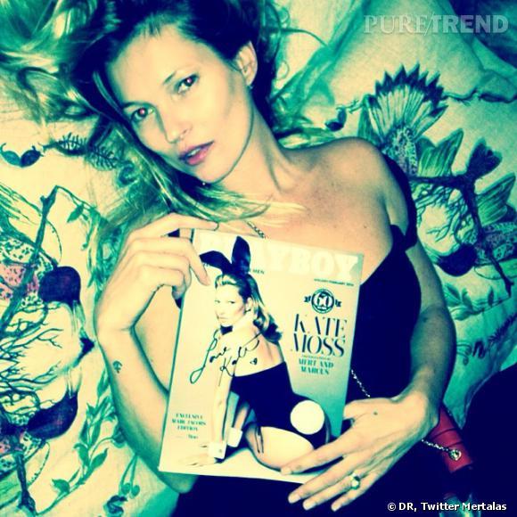 Mert Alas a posté cette photo sur Twitter, Kate Moss pose avec le magazine. Sexy !