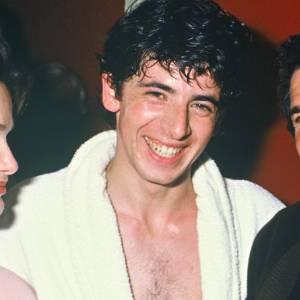 On laisse parler la photo : torse nu et cheveux humides... Patrick Bruel, le sex appeal à l'état pur.