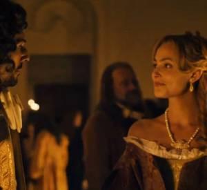 """Découvrez l'un des extraits du film """"Angélique"""" : une scène entre Nora Arnezeder, Tomer Sisley et Gérard Lanvin."""