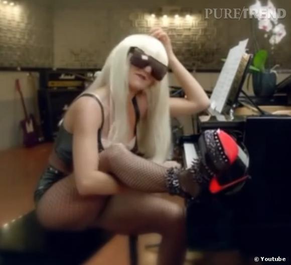 Florence Foresti se la joue barrée à la Lady Gaga.