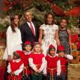 Barack Obama, Michelle et les filles Malia et Natasha célèbrent Noël à la Maison Blanche, avec les lutins.