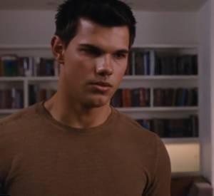 Dans cette scène, Jacob explique que lui et Renesmee (le bébé de Bella) sont des âmes soeurs... On comprend que la jeune maman lui botte les fesses.