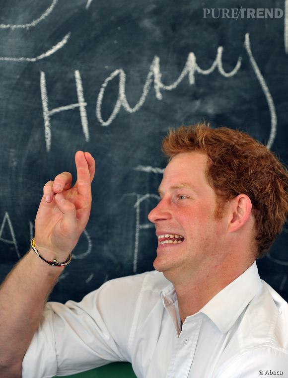 Le petit Prince Harry sait désormais croiser les doigts !