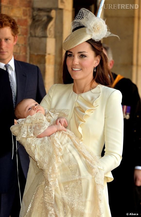 Le gynécologue qui a accouché Kate Middleton sera récompensé par la reine pour son implication dans l'immense évènement pour la Couronne qu'a été la venue au monde du prince héritier George.