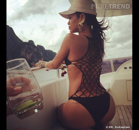 Rihanna, un poil exhibo.