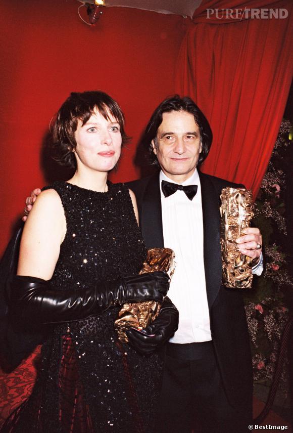 """Karin Viard récompensée aux Césars en 2000 pour """"Haut les coeurs !""""."""