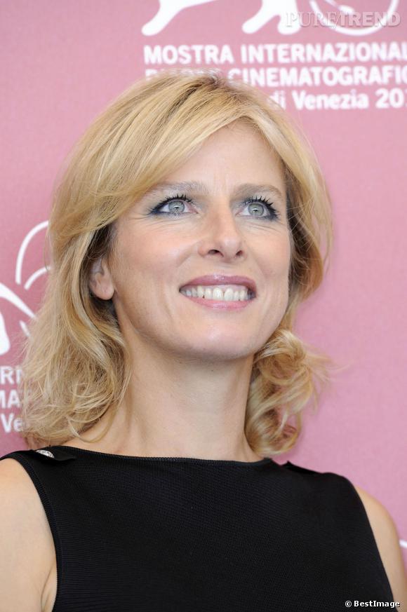 Karin Viard et son blond lumineux à la Mostra de Venise en 2010.