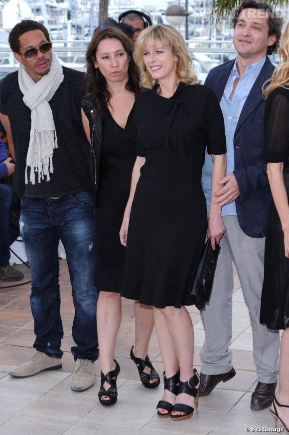 """Karin Viard à Cannes en 2011 avec l'équipe de """"Polisse""""."""