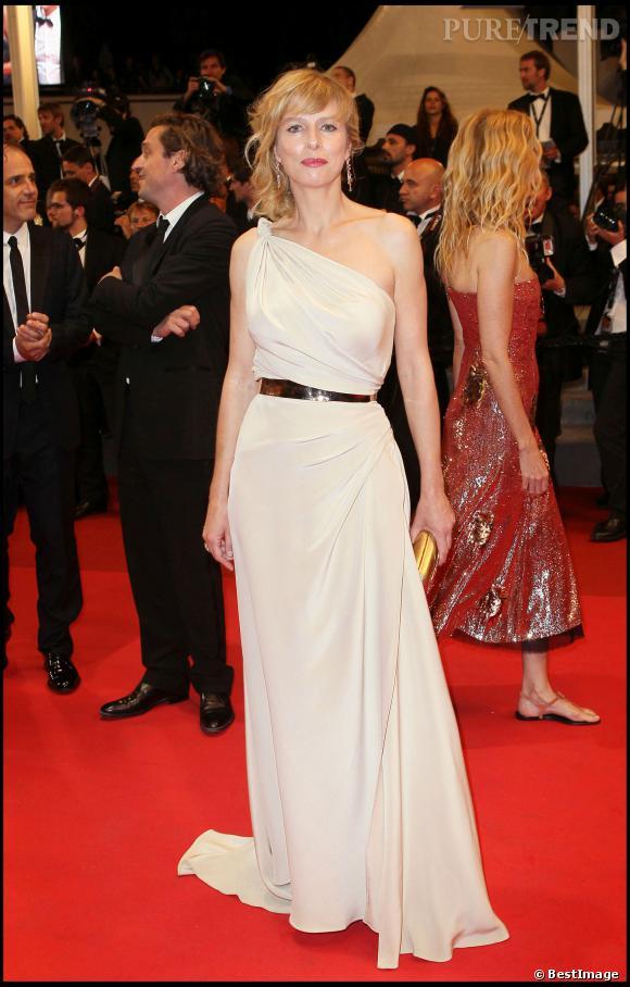 Karin Viard, jolie vestale à Cannes en 2011.