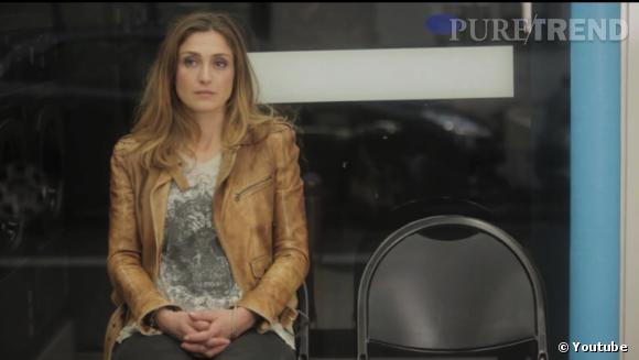 """Retour à l'écran de Julie Gayet dans le clip """"Waiting for you"""" des Minor Alps réalisé par Emilie et Sarah Barbault."""
