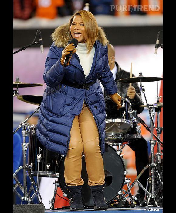"""Queen Latifah a ensuite chanté """"America The Beautiful"""" au Super Bowl 2014."""