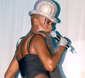 Grace Jones, une habituée du body échancré.