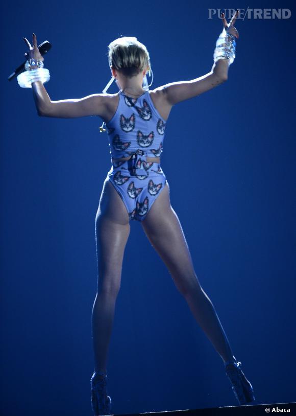 Miley Cyrus et ses fesses de prof de fitnesse.