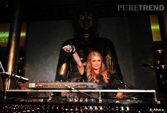 Paris Hilton a empoché 50 000 dollars au black jack après une soirée à mixer pour laquelle elle était payée 100 000 dollars.