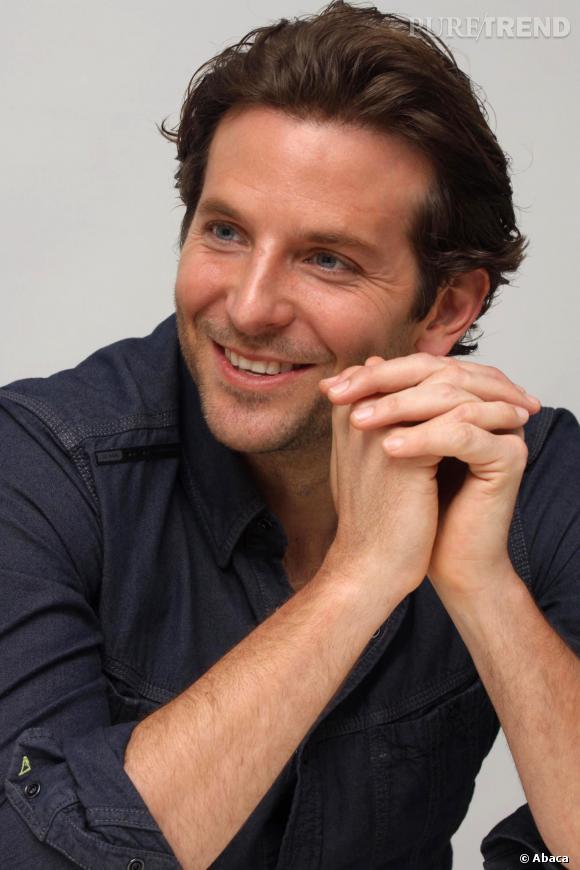 """Bradley Cooper en actuellement en pleine tournée promotionnelle pour son dernier film """"American Bluff"""", en salles depuis hier mercredi 5 février."""