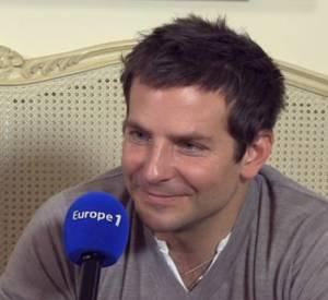 Bradley Cooper au micro d'Europe 1 avec Nikos Aliagas.
