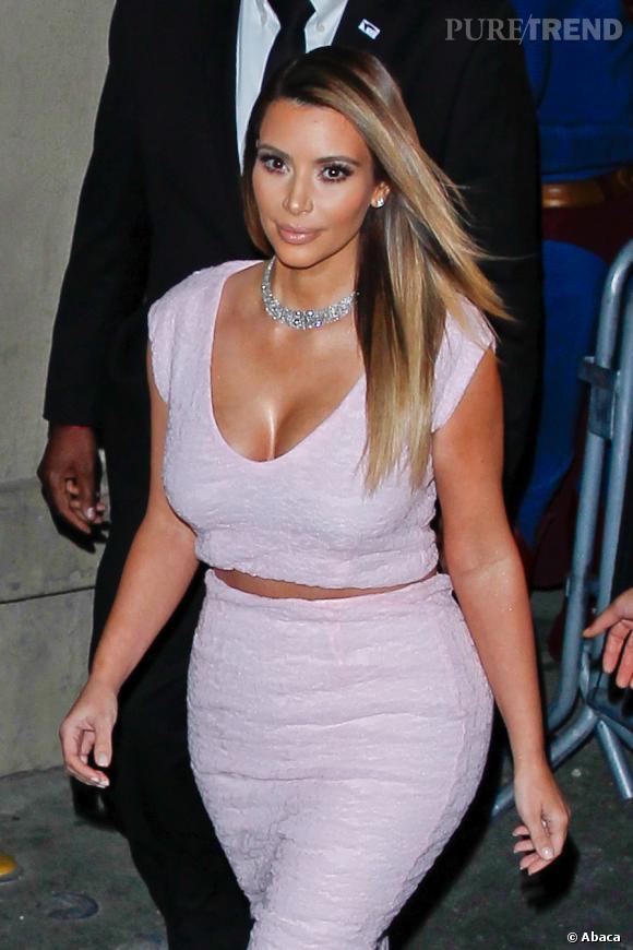 Kim Kardashian est une beauté pulpeuse. Ses courbes ont été supprimées sur la cover de Notebook.
