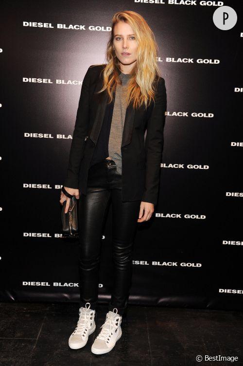 Dree Hemingway, sexy en cuir pour le défilé Diesel Black Gold pendant la Fashion Week de New York.