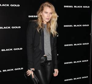 Dree Hemingway mise sur un legging en cuir pour le défilé Diesel Black Gold à la Fashion Week de New York.