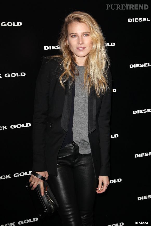 """Dree Hemingway a tout compris au défilé Diesel Black Gold à la Fashion Week de New York : en cuir, elle est """"black"""", avec sa chevelure, """"Gold""""."""