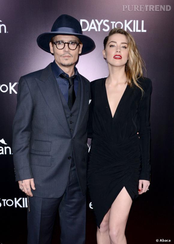 """Amber Heard Johnny Depp main dans la main pour la première de """"3 Days to Kill"""" à Los Angeles."""