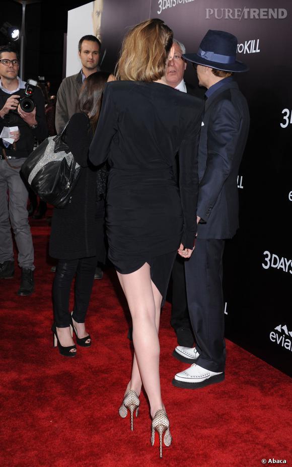 Amber Heard affiche des jambes interminables.