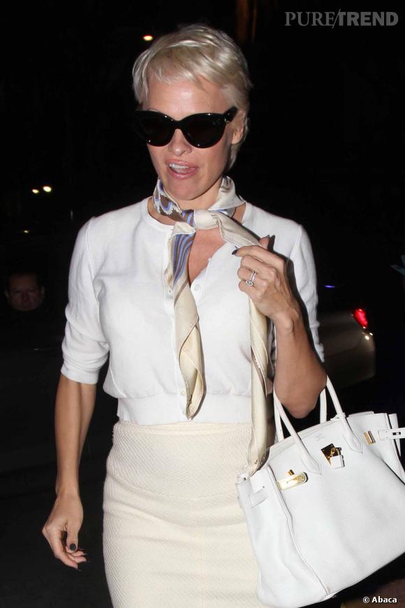 Depuis quelques temps, Pamela Anderson tente de changer de look et de faire peau neuve. Pour gagner en crédibilité ?