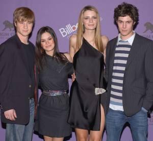 """Adam Brody était Seth Cohen dans le teen show """"Newport Beach"""". Il fut pendant longtemps en couple avec sa partenaire Rachel Bilson."""