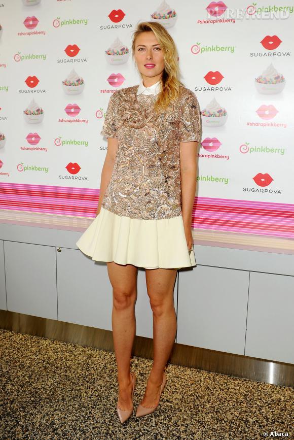 Maria Sharapova adopte une tunique Monique Lhuillier et une jupe patineuse. On adore !