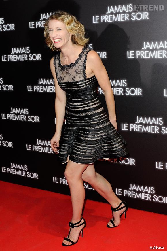 """Alexandra Lamy lors de l'avant-première de la comédie """"Jamais le premier soir""""."""