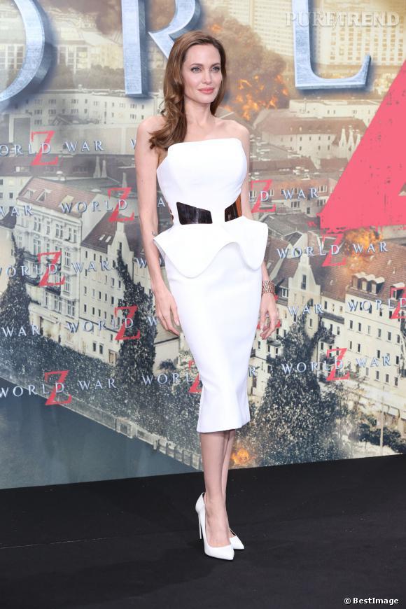 Angelina Jolie et sa silhouette sablier impressionnante.