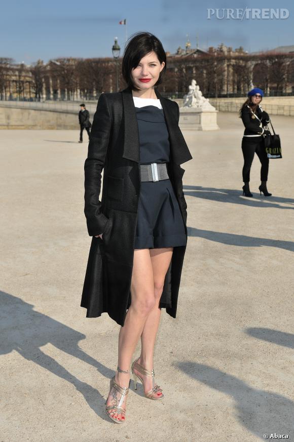 Delphine Chanéac nous en met plein la vue lors du défilé Karl Lagerfeld avec une petite robe preppy sexy en 2011.