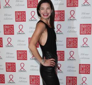 Delphine Chanéac affiche sa silhouette fuselée lors du gala Sidaction en 2012.