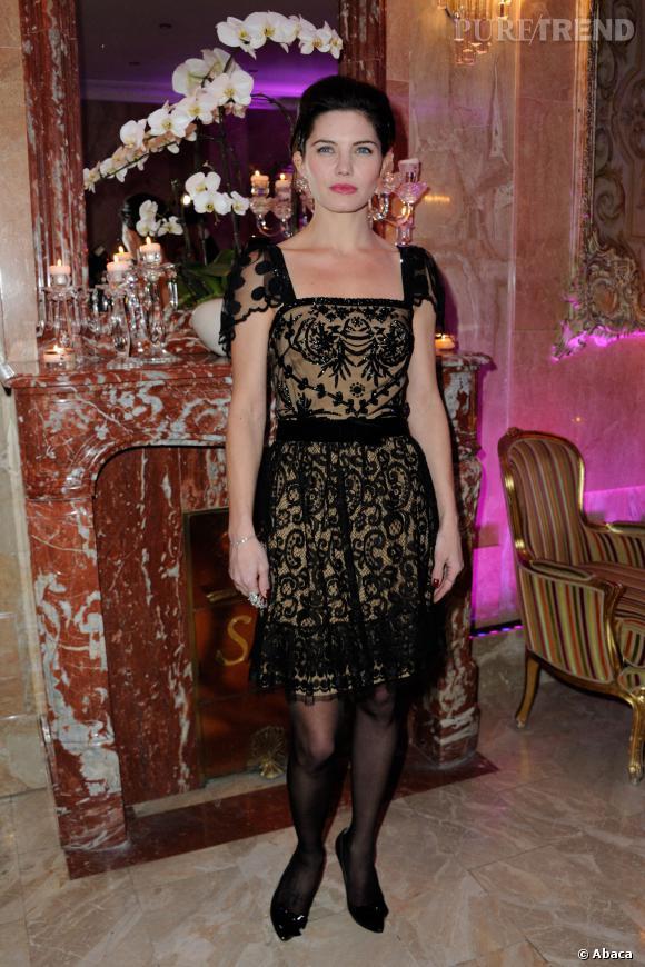 """Delphine Chanéac délicieusement glamour au gala """"Best Awards""""."""