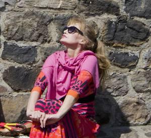 """""""Fais-moi une place"""", l'émission d'Alessandra Sublet consacre son troisième numéro à Arielle Dombasle."""