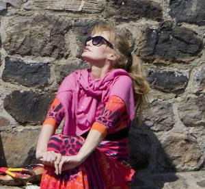 """Arielle Dombasle, heureuse sans enfant : """" je suis l'éternelle fille"""""""