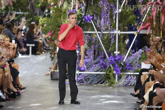 raf simons directeur artistique de christian dior recevra le prix international lors des cfda. Black Bedroom Furniture Sets. Home Design Ideas