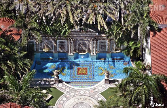 David et Victoria Beckham ont supposément acheté la villa Casaruina de Gianni Versace à Miami pour 36 millions de dollars.