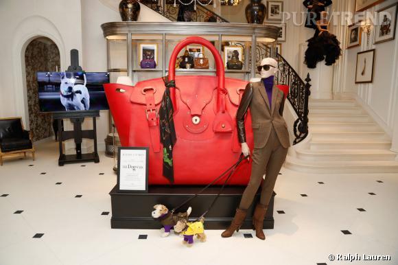 L'édition inédite du sac Ricky au format gigantesqueexposée aux Galeries Lafayette du 31 mars au 12 avril 2014.