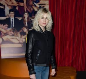 Cécile Cassel, blondeur insolente et baskets aux pieds... un look à copier !