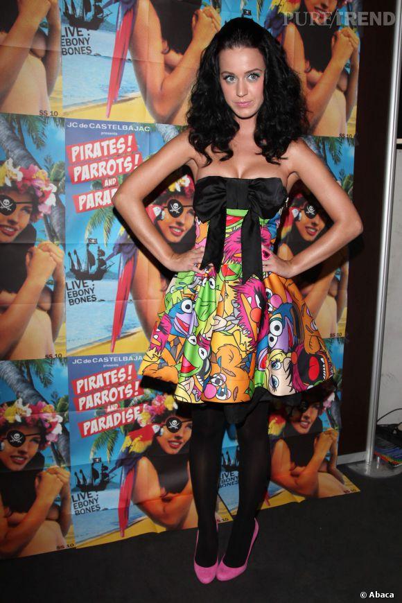 Même si Katy Perry ne fait pas partie du casting, elle aussi est fan du Muppet Show. C'était en 2009, la chanteuse portait une robe signée Jean-Charles de Castelbajac.
