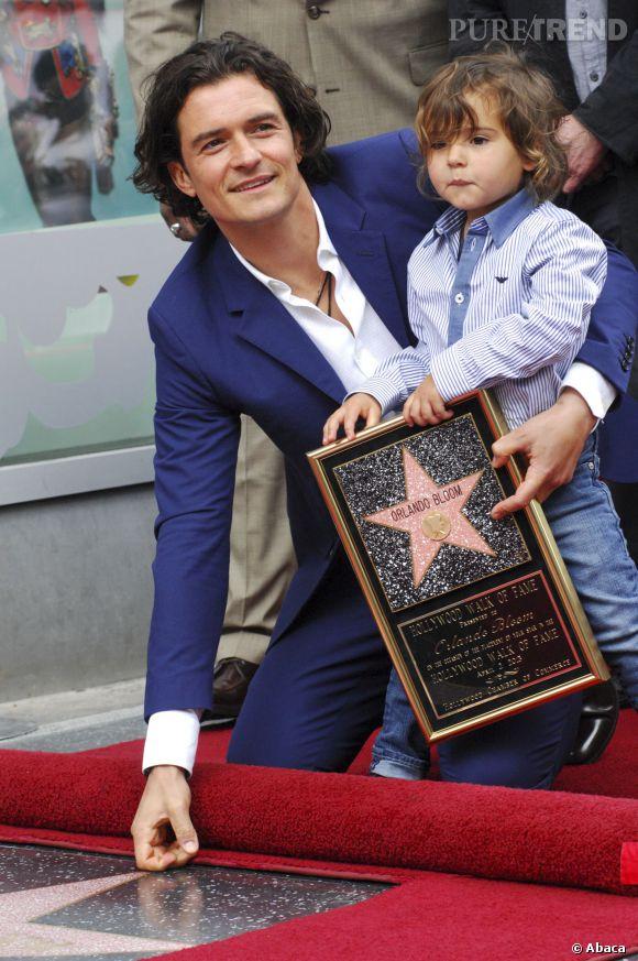 Orlando Bloom et son fils Flynn, tous les deux en bleu lors de l'inauguration de son étoile.