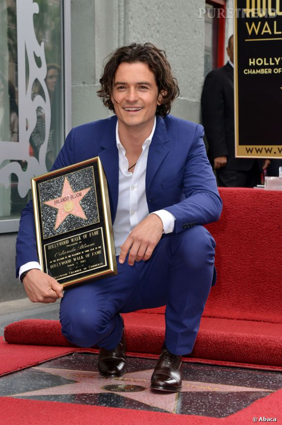 Orlando Bloom mise sur un smoking bleu Klein pour l'inauguration de son étoile sur le Hollywood Walk of Fame.
